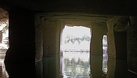 Flooded cave b, 花山迷窟.jpg